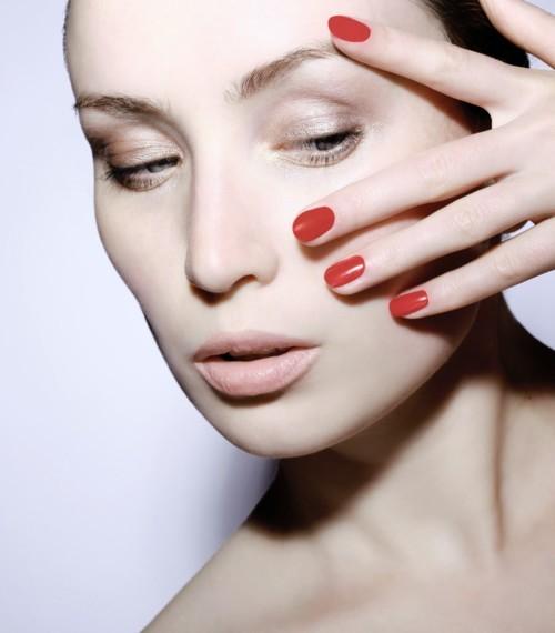 6 حيل سهلة لإزالة طلاء الأظافر دون مزيل