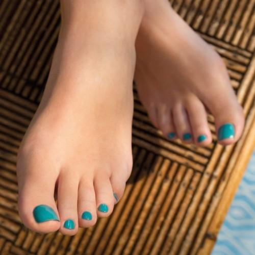 5 نصائح للعناية بالقدمين في فصل الصيف
