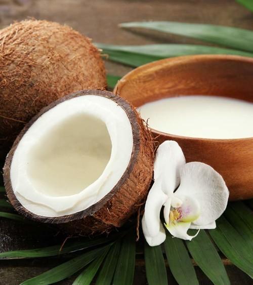 وصفة حليب جوز الهند لمعالجة الشعر الجاف والمتضرر