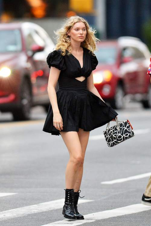 إرتدي فستانكِ الأسود على طريقة إيلسا هوسك