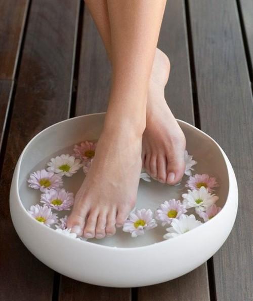 5 وصفات منزلية لإعداد حمام القدمين