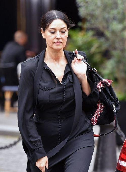 مونيكا بيلوتشي بـ4 فساتين طويلة في أقلّ من أسبوع