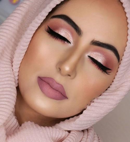 4 أساليب مكياج لإطلالة رائعة في عيد المرأة الإماراتية