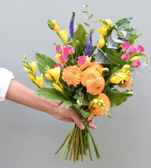 بائعة الزهور