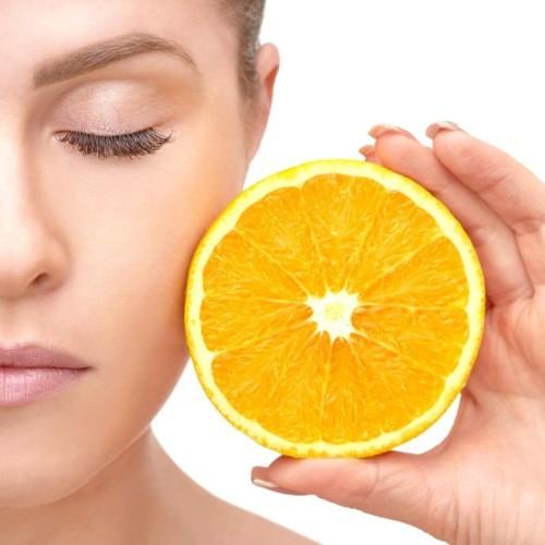 لماذا تحتاج بشرتكِ إلى الفيتامين سي في الخريف؟