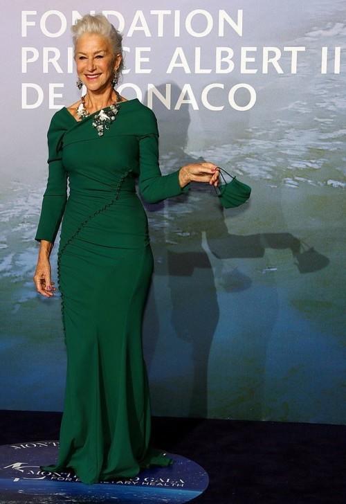هيلين ميرين في منتهى الأناقة بفستانها الأخضر