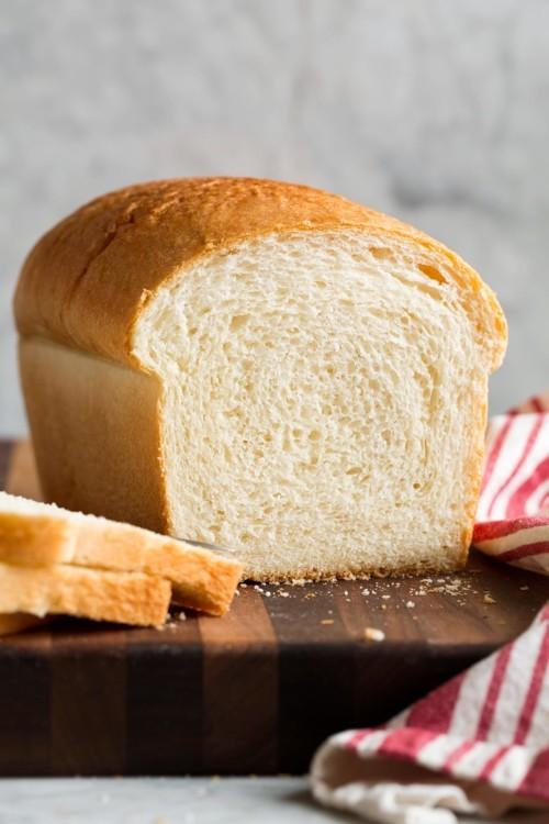 طفلة تعيش 10 سنوات على الخبز فقط