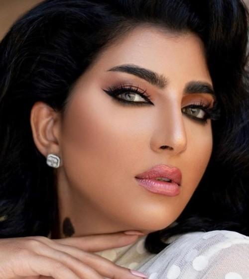 5 أساليب مكياج وردي على خطى النجمات العرب