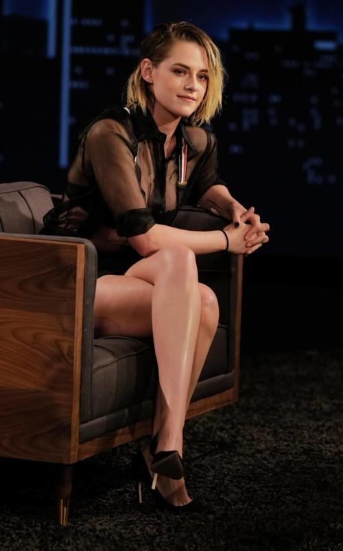 كريستين ستيوارت بطلّة مثيرة بالأسود
