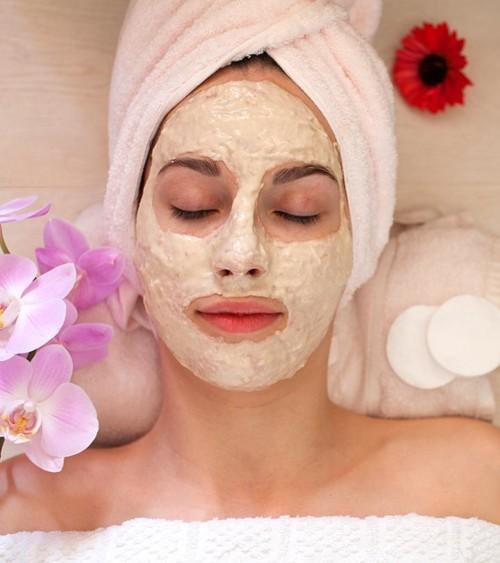 4 أقنعة طبيعية تنقذ بشرتكِ قبل عيد الحب