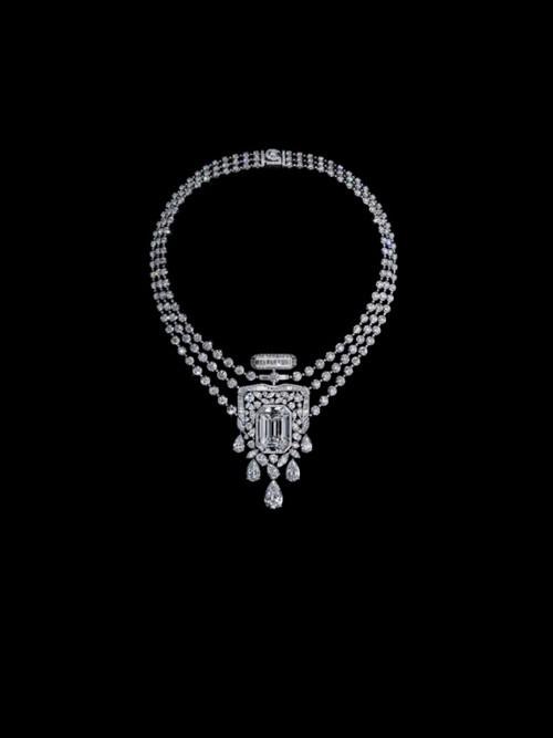 مجوهرات من وحي عطر شانيل الأيقوني N°5