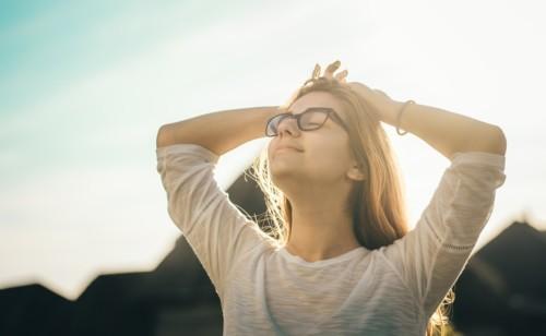 8 نصائح للتمتّع بعلاقة صحّية مع نفسك ومع الآخرين
