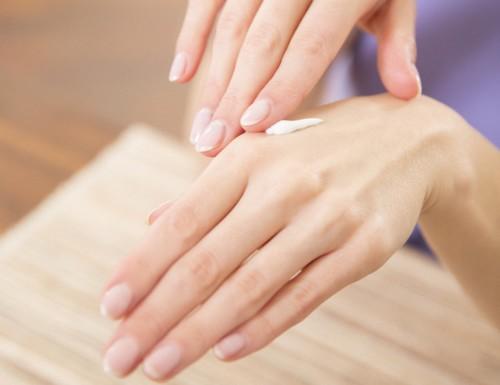 ودّعي جفاف اليدين بـ8 طرق سهلة وبسيطة