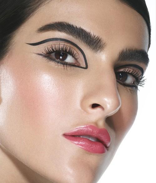 حواجب مدهشة مع Benefit Cosmetics