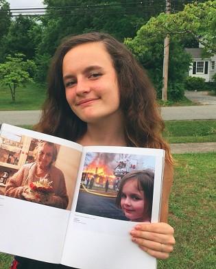 """بعد 16 عام بيع صورة """"فتاة الكارثة"""" بملغ ضخم"""