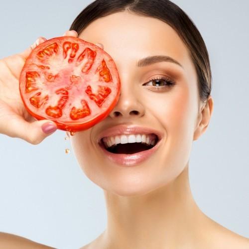 تعرّفي على فوائد الطماطم المذهلة للبشرة