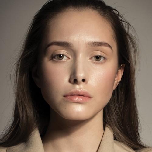 كيف ترطبين بشرتك إذا كانت دهنية؟