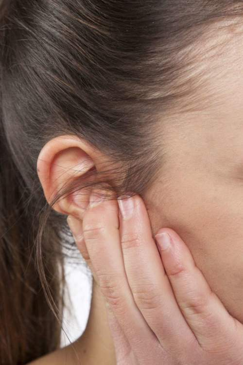3 علاجات منزلية للتخلص من بثور الأذن