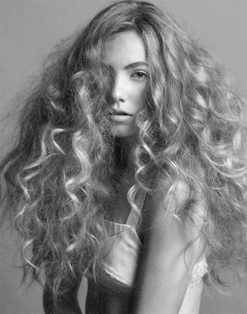 طرق لإضافة الحجم إلى شعرك