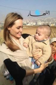 أنجيلينا جولي تزور اللاجئين السوريين في لبنان