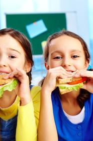 ما هي المأكولات التي تهدّد صحة أطفالك؟