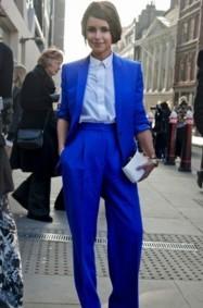 كيف ترتدين اللون الأزرق؟