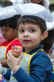 أطفال حضانة ديرفيلدز يتمتعون بالأنشطة التي ينظمها ديرفيلدز مول