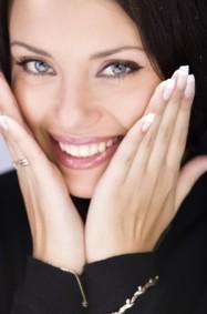 ماذا يفضّل الرجال: الأظافر الطويلة أم القصيرة؟