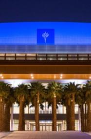 جامعة نيويورك أبوظبي تضيء باللون الأزرق تعزز في شهر التوعية بالتوحد