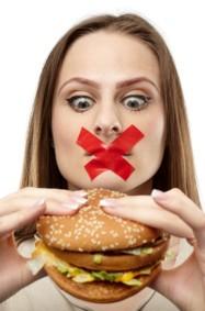 3 عادات للأكل تساهم في زيادة الوزن والانتفاخ!
