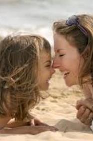 9 صفات عاى الأم القوية تعليمها لابنتها