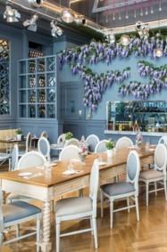 تجربة برانش أصيلة في مطعم Aubaine في دبي