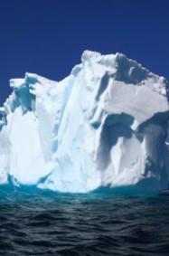 إماراتي يخطط لنقل جبل جليدي إلى بلاده
