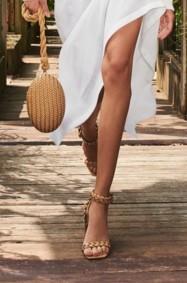 إجعلي من الحذاء المنسوج أكسسواركِ المفضل هذا الصيف