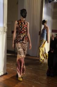 مارتن مارجيلا وفنّ الغرابة في الأزياء