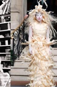 ما بين الهندسة والموضة: فستان لايدي غاغا الخشبي!