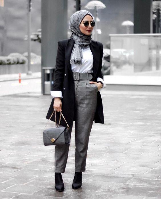 cbc98e078 فمع كل لفة حجاب منقوش أو سادة يكون لديك طقم جديد مختلف. ننصحك بارتدائها مع  تنورة متوسطة الطول أو مع جينز، لإطلالة عصرية.