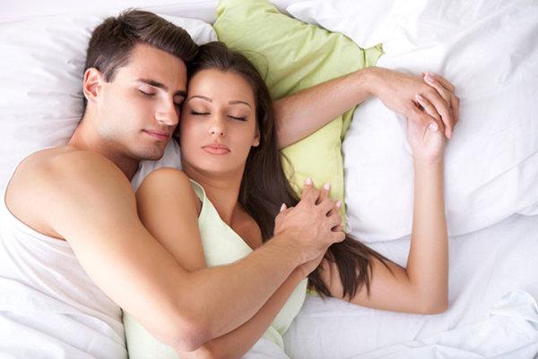 89438eaf4 ليست كل النساء سواسية بعد الجنس. بعضهن يفضلن حتى تناول الطعام بعد ممارسة  الجنس، ولكن النساء اللواتي يردن احتضان الشريك ما بعد الجنس في أعلى القائمة.