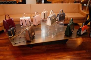 ملكة جمال لبنان ساندرا رزق تطلق مجموعة حقائب Diva by Sandra الفاخرة!