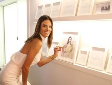 Alessandra Ambrosio ضيفة شرف في منزل أوميغا!