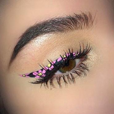 آخر صيحة: الآيلاينر على شكل أزهار ملونة!