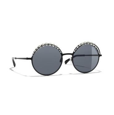 88e4a77a7 نظارات شانيل لربيع وصيف 2018   ElleArabia