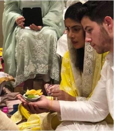 بالصور:رسمياً..خطوبة بريانكا شوبرا ونيك جوناس في الهند!