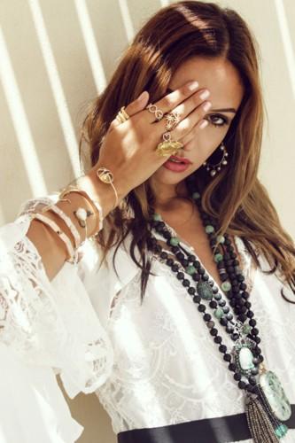 خيال Dima Jewellery المصري الشرقي في هذه الحملة الإعلانية!