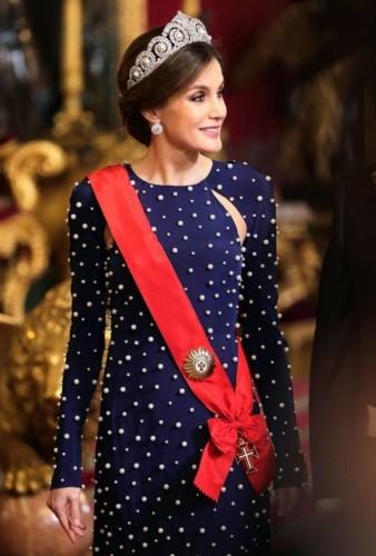 هل تفوقت ملكة إسبانيا على كيت مدلتون وميغان ماركل؟