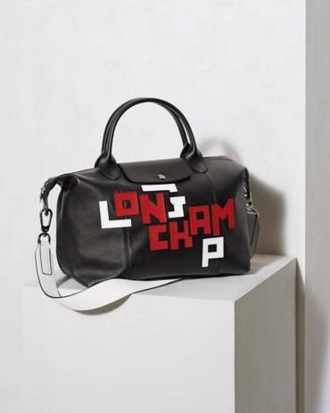 Longchamp وطباعة عصرية للغاية لحروف الاسم