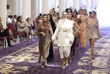 The Royal Gala أزياء فاخرة في فندق قصر فيرساتشي دبي