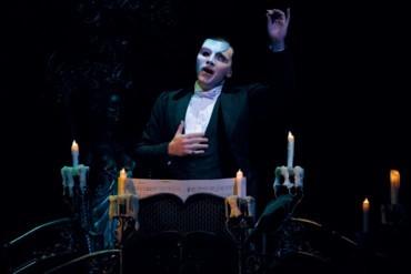 """ها هي هوية """"شبح"""" أشهر مسرحية موسيقية"""