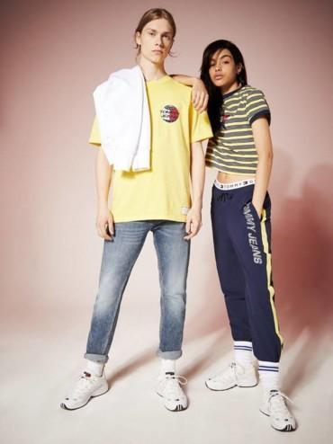 لوازم صيفية من Tommy Jeans