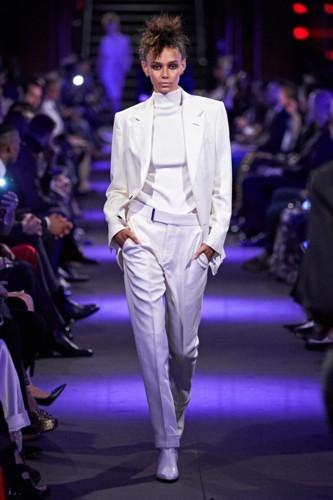 البساطة سمة أزياء توم فورد